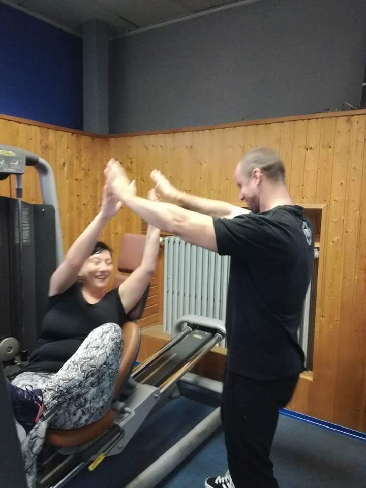 Spokojný klient na osobnom tréningu v Košiciach